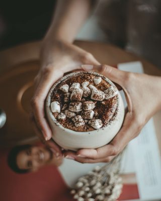 hot cocoa for winter weddings